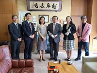 From the left: Mr. Kamei (NEC), Mr. Ikeda (NEC), Ms. Morizane (NEC), Mr. Ikebe, the mayor of Ushiku City, Ms. Matsushita (NEC), Mr. Iijima (Director General of the Asaza Fund)